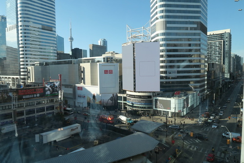 DI_20161012 085418 DMZ view TorontoEatonCentre
