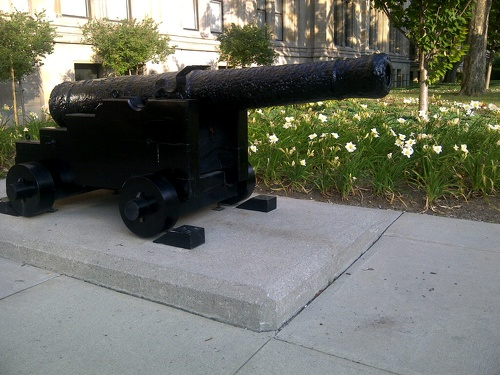 French cannon aimed at Ontario Parliament